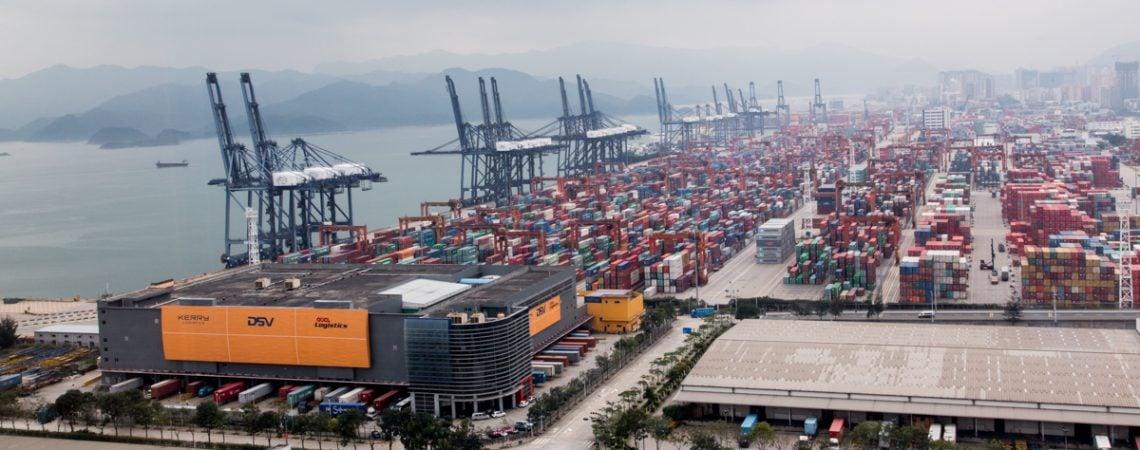 Myyntijohtaja, myynti ei tapahdu itsestään. Myyntijohtakan rooli korostuu B2B myyntitiimin johtamisessa ja kehittämisessä. Kuvassa Hong Kongin satamassa jossa tapahtuu vuorokaudessa paljon.